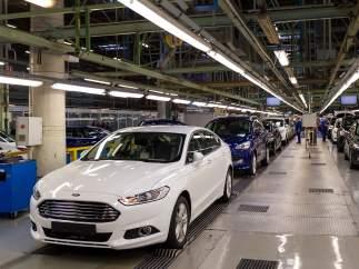 Ford baraja eliminar hasta un 10% de su plantilla mundial, según medios de EE UU