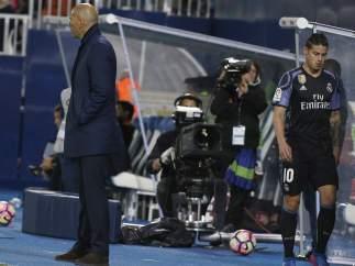 James, en el banquillo junto a Zidane