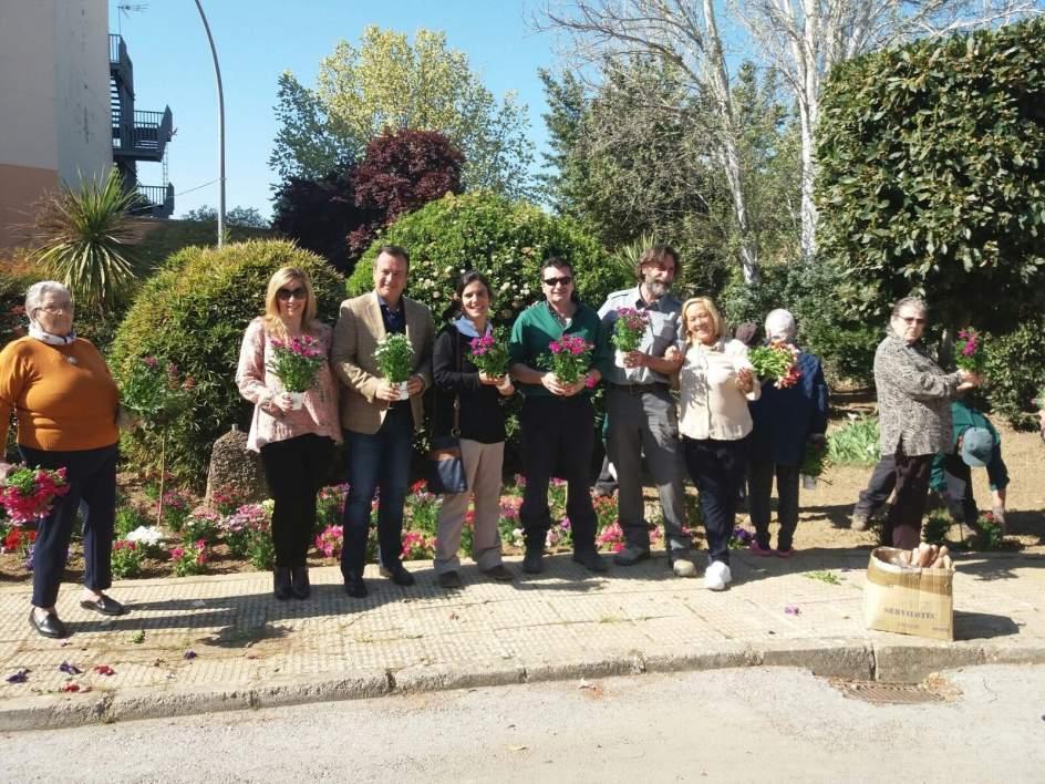 Los mayores de la residencia de armilla celebran la for Centro de salud ciudad jardin almeria