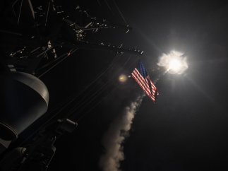 EE UU lanza misiles contra Siria