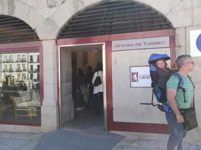 Oficina de turismo en la Plaza Mayor de Cáceres