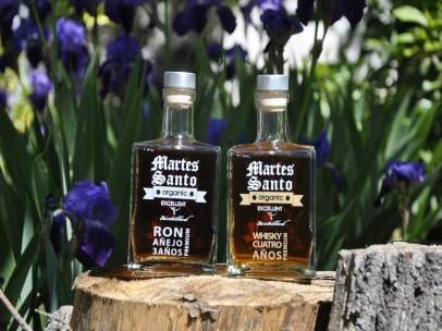 Ron y whisky ecológico elaborado por la destilería Martes Santo.