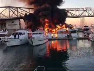 Incendio en el puerto de Sant Adrià del Besòs