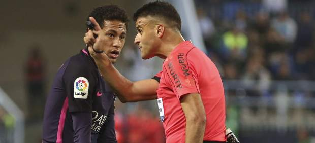 Neymar y Gil Manzano