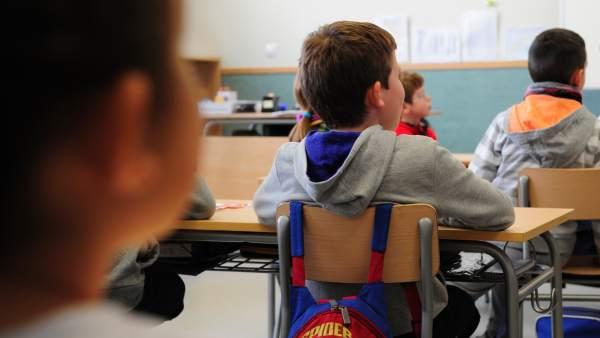 Educación recolocará a los docentes de la concertada en el mismo centro.