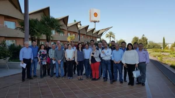 Miguel Moreno (c) tras una reunión con miembros del PP que apoyan su candidatura