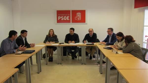 Reunión de diputados y senadores por Huelva con UGT y CCOO.