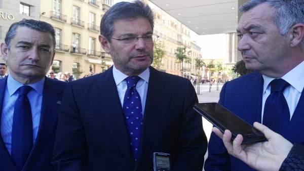 El ministro de Justicia, Rafael Catalá, con el hermano mayor de El Rico