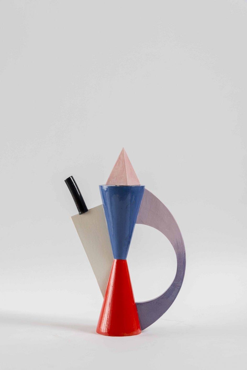 'Hourglass Teapot', 1984. 'Tetera reloj de arena', pieza de cerámica creada por Shire en 1984