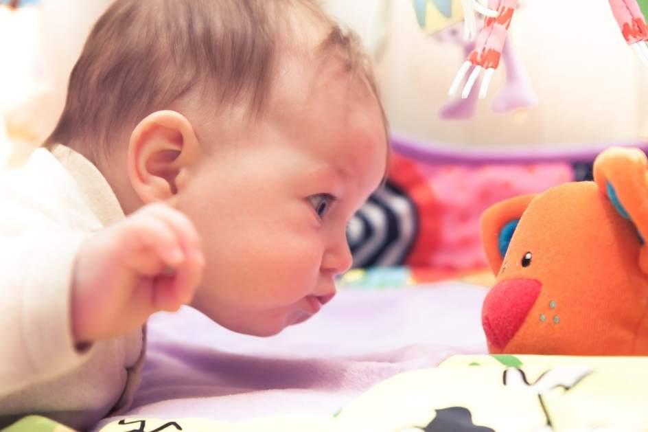 Crean la primera pulsera inteligente para controlar la salud de los bebés en tiempo real