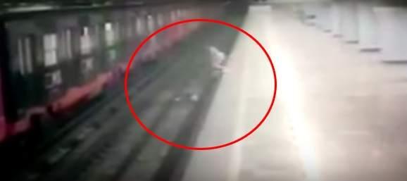 Una mujer lanza a su hijo de dos años a las vías del tren y después se tira ella
