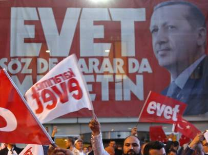 Erdogan saca adelante el referéndum en Turquía.