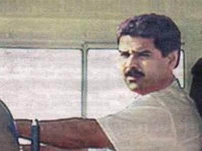 Nicolás Maduro conduciendo el 'tramabús'
