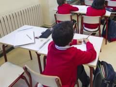 Niños asistiendo a clase