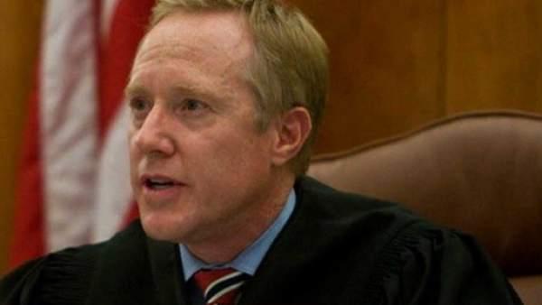 El juez Thomas Low