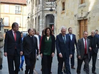 Representantes institucionales llegan a la Catedral.