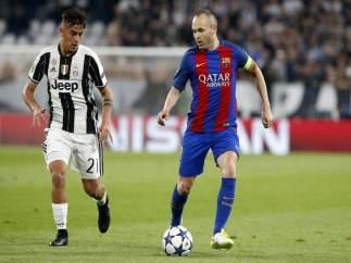 Iniesta y Dybala en el Juventus - Barcelona
