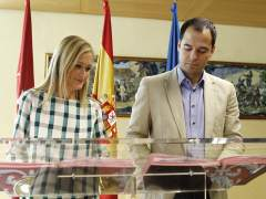 Cristina Cifuentes e Ignacio Aguado tras la firma del acuerdo