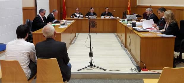 Juicio a un exsacerdote y su hijo acusados de estafar a una anciana