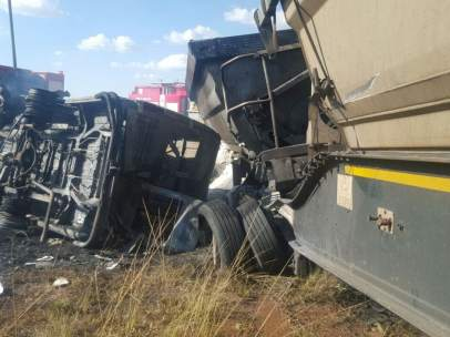 Mueren 20 niños en un accidente de transporte escolar en Sudáfrica