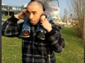 Hallan un fusil, armas blancas y un Corán en el coche del autor del atentado de París