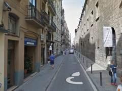 Hallan muerta a una mujer en su piso de Barcelona y detienen a su pareja