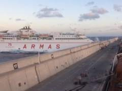Un ferry choca contra un muelle