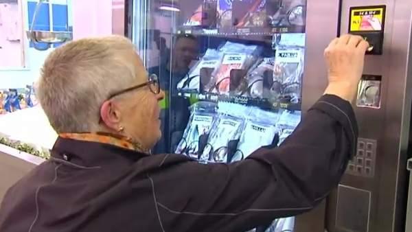 Así es la máquina expendedora de pescado en Galicia