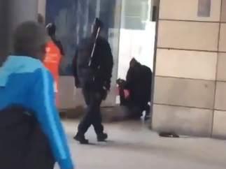 Un hombre con un cuchillo provoca el pánico en la estación del Norte de París