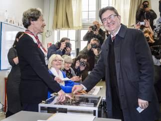 Mélenchon es el único que no pide el voto para ningún candidato en la segunda vuelta