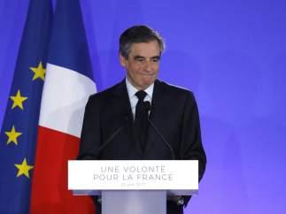 """Fillon, derrotado, votará a Macron: """"No hay otra opción, votar contra la extrema derecha"""""""