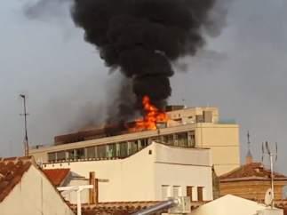 Aparatoso incendio en la Gran Vía de Madrid