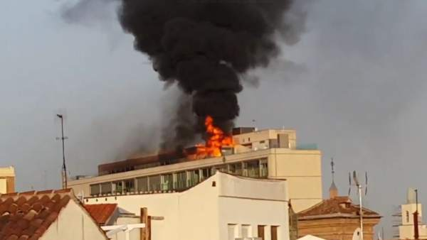 Un incendio genera una gran columna de humo en Madrid