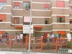 Vecinos de 'casas rojas' en Majadahonda, en las horas previas a su intento de desalojo