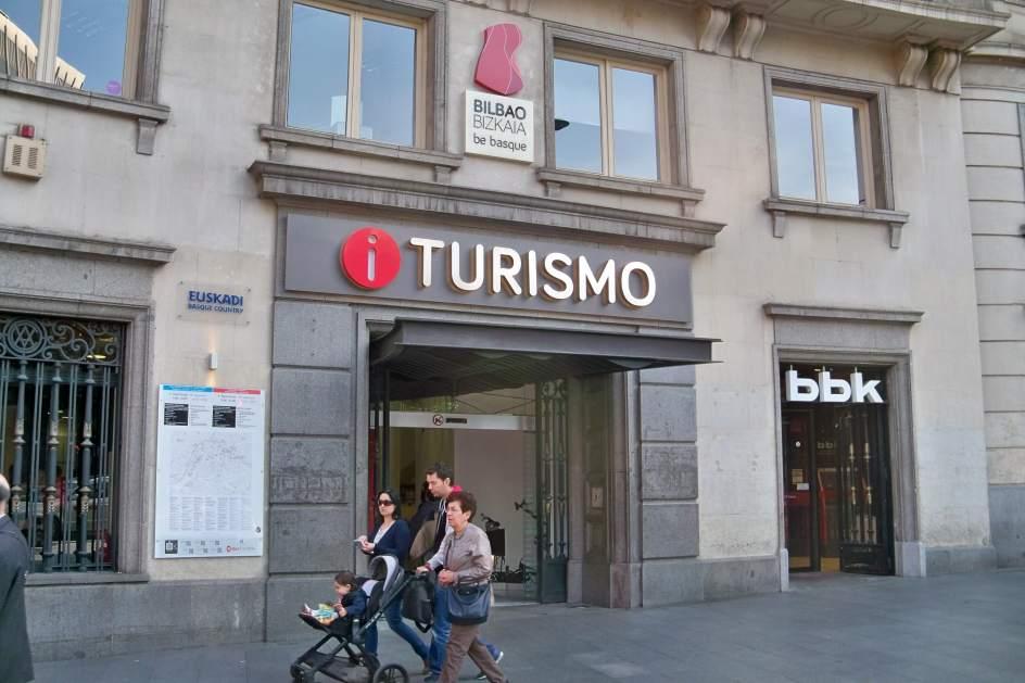 Crecen un 53 las visitas a las oficinas de turismo vascas for Oficinas turismo bilbao
