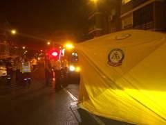 Dos jóvenes graves en Alcalá de Henares, uno por arma blanca y otro al tirarse de un quinto piso