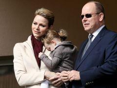 Se hace pasar por el Príncipe Alberto de Mónaco para estafar