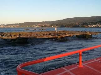 Batea contra la que chocó pesquero hundido en Ría de Pontevedra