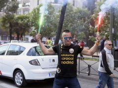 Cerca de 1.000 taxistas se concentran en la capital contra Uber y Cabify