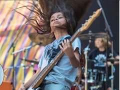 Así toca un niño de 12 años en la banda de metal Korn