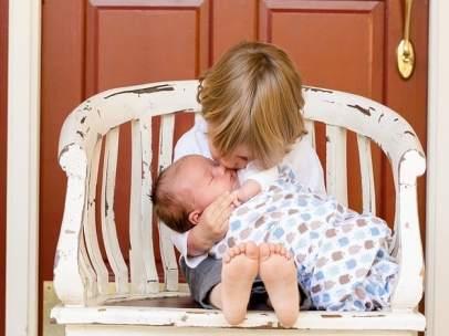 Hermanos, beso, niños, bebé