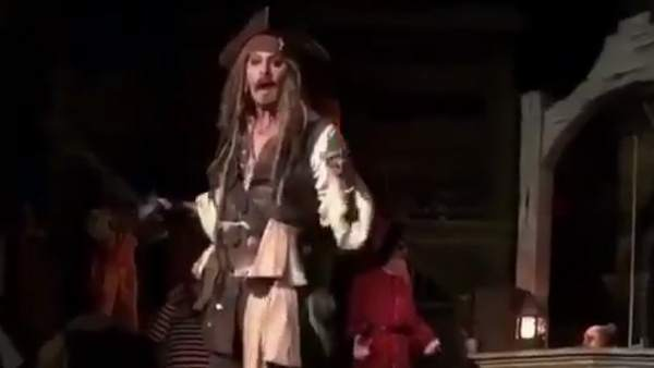 Johnny Depp, como Jack Sparrow
