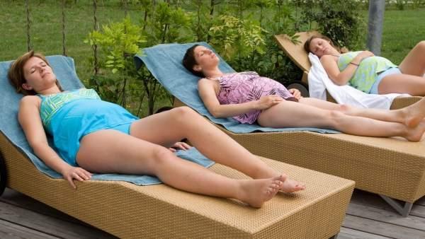 Mujeres embarazadas descansando