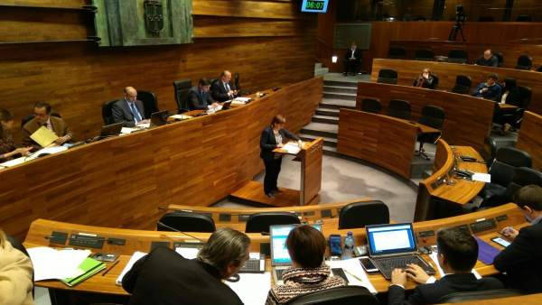 Pilar Varela en el plano de la Junta General