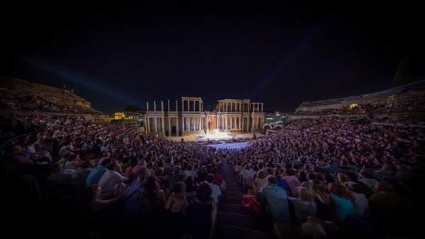 Teatro romano de Mérida lleno para ver 'La Asamblea de las Mujeres'