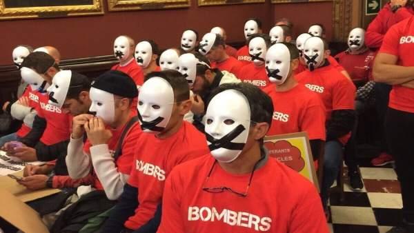 Protesta de los Bomberos de Palma en el pleno de Cort