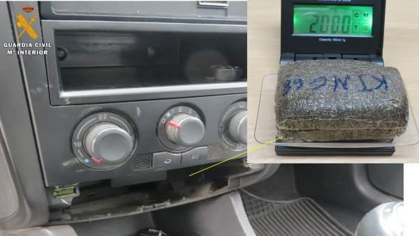 'La Guardia Civil Detiene A Dos Personas Por Trafico De Drogas'