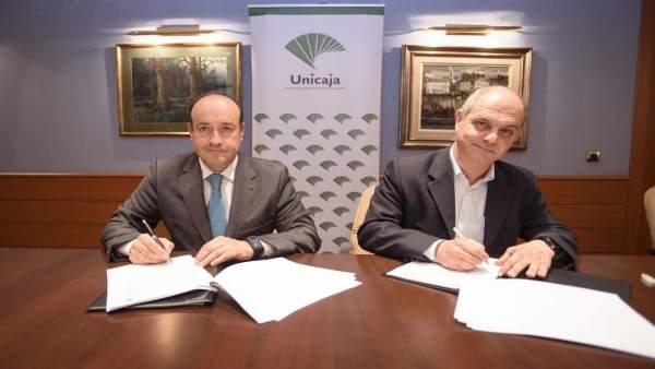 Firma del convenio entre Unicaja y Campomar