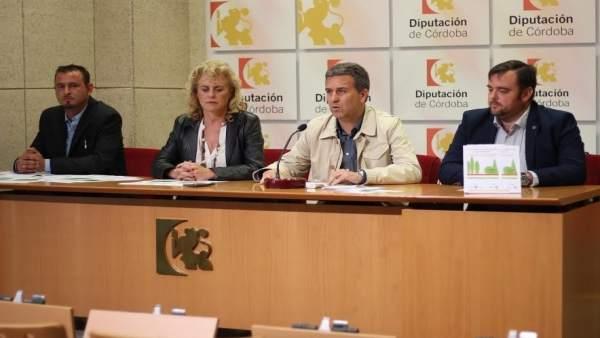 Sánchez (centro), durante la presentación de la jornada