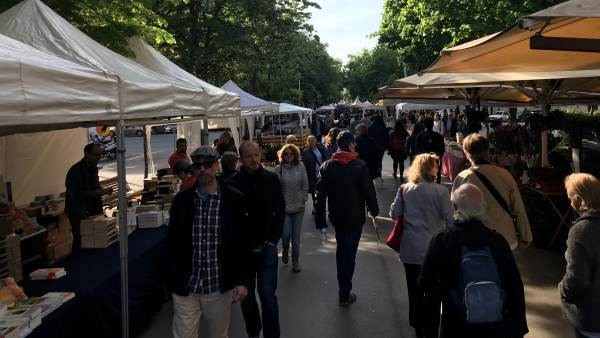 Diada de Sant Jordi 2019 a Rambla Catalunya.
